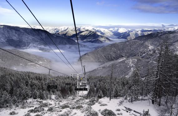 Ski dans Port Ainé paysage enneigé Pyrénées Lleida