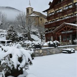 Snowy landscape Hotel La Morera València d'Àneu Pyrenees