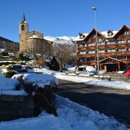 Snow and sun València d'Àneu Lleida
