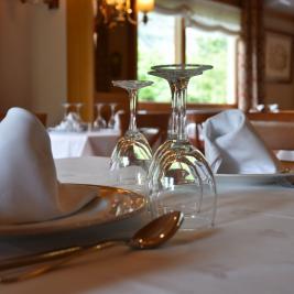 Restaurant, detail of the tables, Hotel La Morera València d'Àneu Lleida