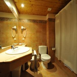 Full bathroom double room Hotel La Morera València d'Àneu Lleida