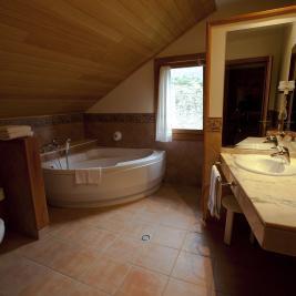 Suite Encantats full bathroom Hotel La Morera València d'Àneu Lleida
